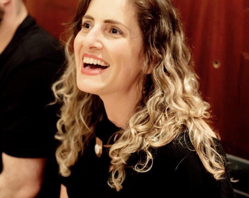 CONSTANZA HOLA | Dramaturga y directora teatral