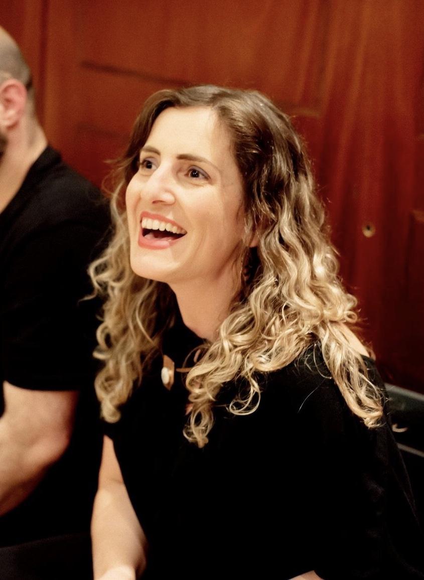 CONSTANZA HOLA   Dramaturga y directora teatral